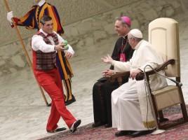 I circensi del Medrano incontrano il Papa (foto Reuters)