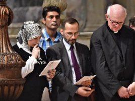 L' imman di Firenze L'Imam Elzir Izzedin con la moglie e mons. Timothy Verdon